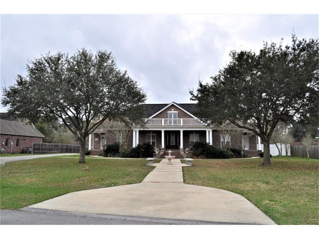 Home for sale in Moss Bluff