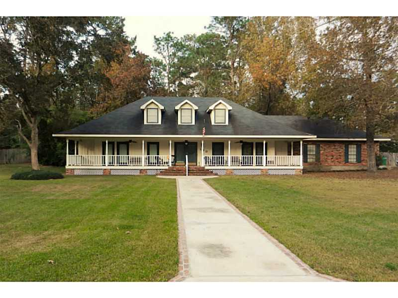 Front of 190 W Park Manor in Moss Bluff